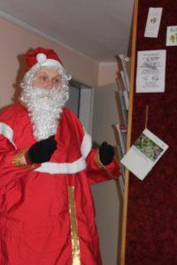 Eine LoWianerin verkleidet als Nikolaus
